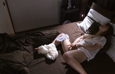 Ria horisaki. Appealing Ria Horisaki wakes up and touches pussy laying on the bed