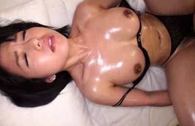 Seri asami. Seri Asami receives a big dong cracking her