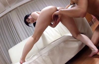Mitsuki akai. Mitsuki Akai spreads legs more while has slit licked and fingered