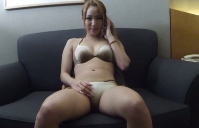Riko sakitsuki. Riko Sakitsuki Asian rubs her crack with long